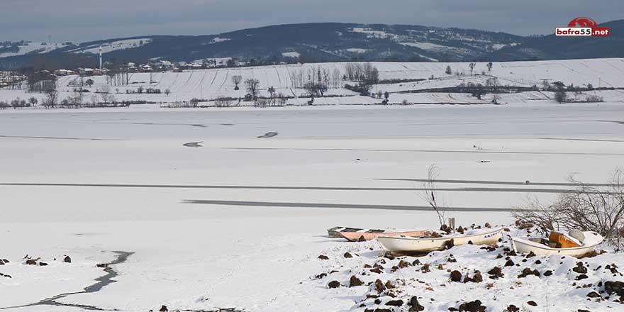 Turna balığıyla ünlü olan göl buz tuttu