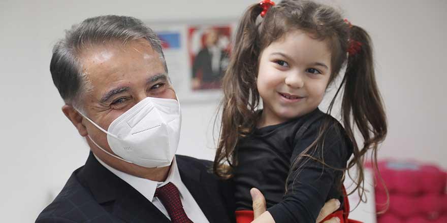 AtaÇocuklu minikler ilk karnelerini Başkan Cemil Deveci'den aldı