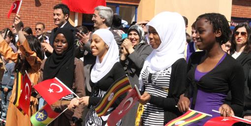 BAFRA'DA 23 NİSAN ÇOŞKUSU OKUL BAHÇESİNE TAŞTI.