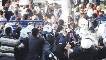 AKİL İNSANLARI PROTESTO EDEN GRUBA BİBER GAZIYLA MÜDAHALE
