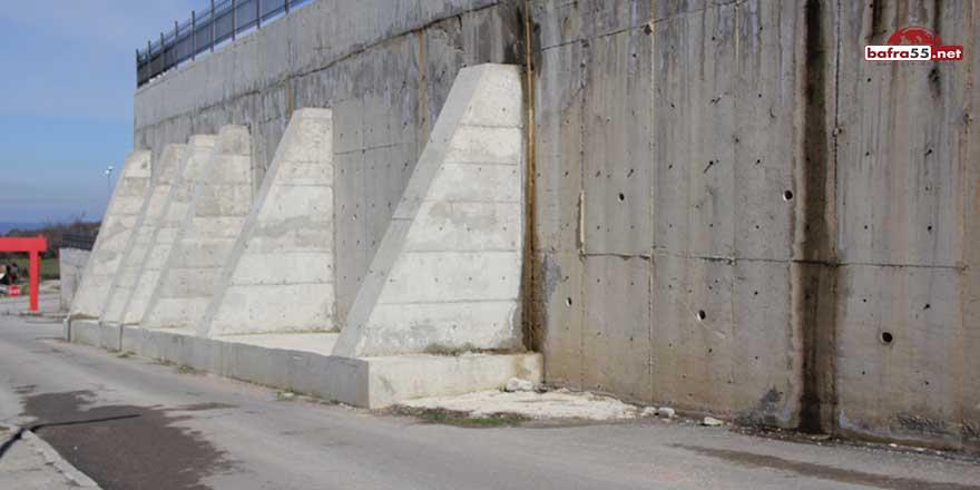 Sinop'ta hastane duvarı tehlike saçıyor