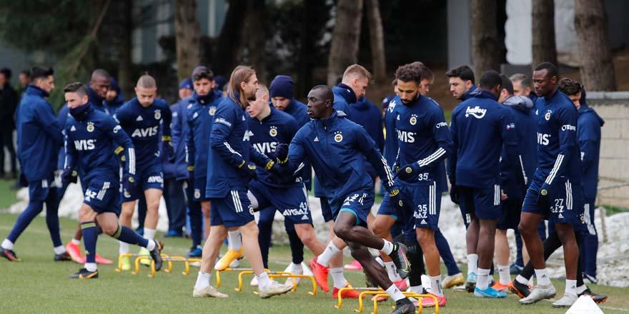 Fenerbahçe Trabzon'dan  puanla dönmek istiyor
