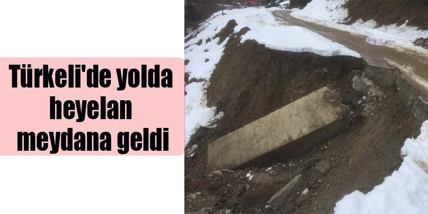 Türkeli'de yolda heyelan meydana geldi