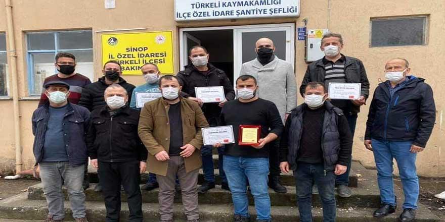 """Türkeli MHP'den emekçilere """"teşekkür"""" plaketi"""