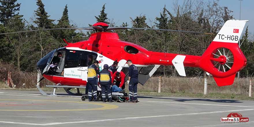 Ladik'te kalp krizi geçiren yaşlı adama ambulans helikopter yetişti