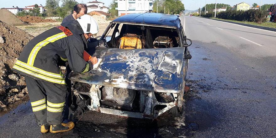 Terme'de seyir halinde araç yandı