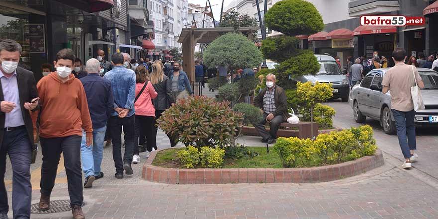 Sinop'ta tam kapanma sonrası vatandaşlar cadde ve sokakları doldurdu