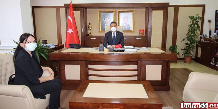 Gerze'nin tek kadın muhtarı Vali Karaömeroğlu'nu ziyaret etti