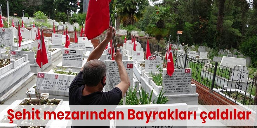 Şehit mezarından Bayrakları çaldılar