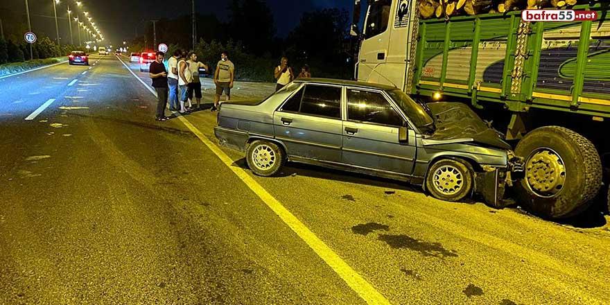 Samsun'da otomobil kamyonla çarpıştı: 2 yaralı