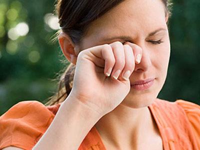 Baharla gelen göz alerjisine dikkat