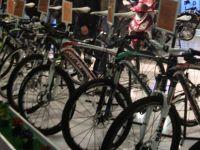 Kur'an okuyan çocuklara hediye bisiklet