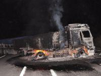 PKK yol kesip araçları ateşe verdi