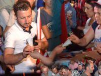 Demokrasi nöbetçilerine YEDAŞ'tan dondurma ikramı