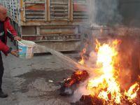 Yanan çöp konteynerini vatandaş söndürdü