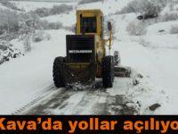 Kavak'da kardan kapanan yollar açılıyor