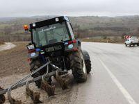 Havza'da Traktör ile Araba Çarpıştı 3 Yaralı
