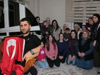 Çiğdem Karaaslan'dan Zeytin Dalı Harekatında Yaralanan Askere Ziyaret