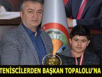 BAŞARILI TENİSCİLERDEN BAŞKAN TOPALOLU'NA ZİYARET