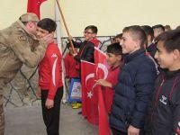 Kavak'da Öğrencilerden Mehmetçik'e moral mektubu