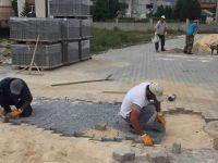 LADİK'TE MAHALLELER KİLİTLİ PARKE TAŞIYLA GÜZELLEŞİYOR