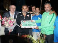 Yılport Samsunspor, Bodrum'da çiçeklerle karşılandı