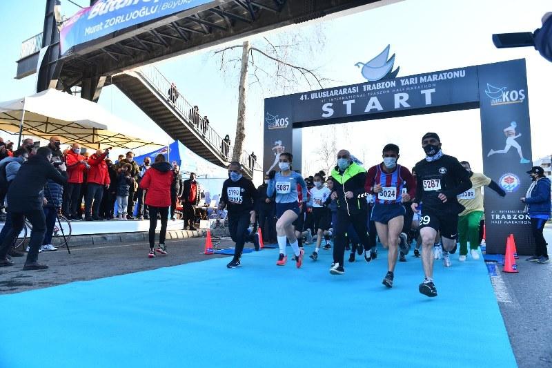 1-uluslararasi-trabzon-yari-maratonu-kosuldu-001.jpg