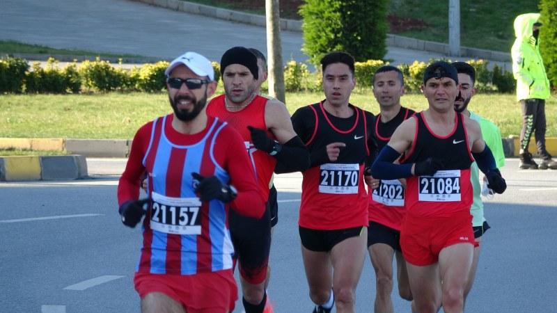 1-uluslararasi-trabzon-yari-maratonu-kosuldu-002.jpg