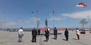 CHP Yakakent İlçe Başkanlığı'ndan Atatürk Anıtına Çelenk