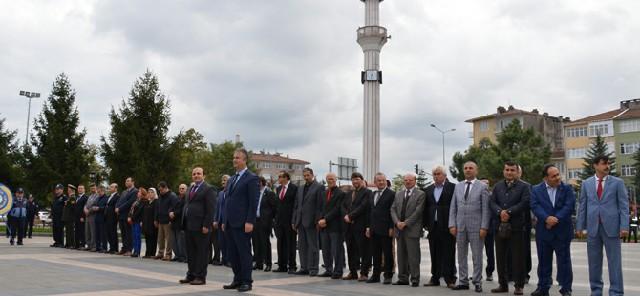 29-ekim-cumhuriyet-bayrami-celenk-sunma-toreni-duzenlendi.JPG