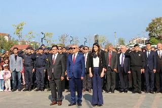 29-ekim-cumhuriyet-bayrami-celenk-sunma-toreni-yapildi-2.jpg