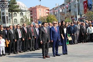 29-ekim-cumhuriyet-bayrami-celenk-sunma-toreni-yapildi-3.jpg