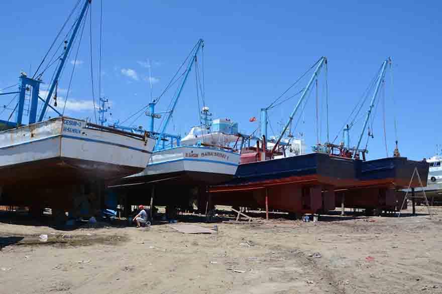 Dereköy'De Tekneler Bakıma Alındı