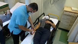 acemi-kasaplar-hastaneye-akin-etti-3.jpg