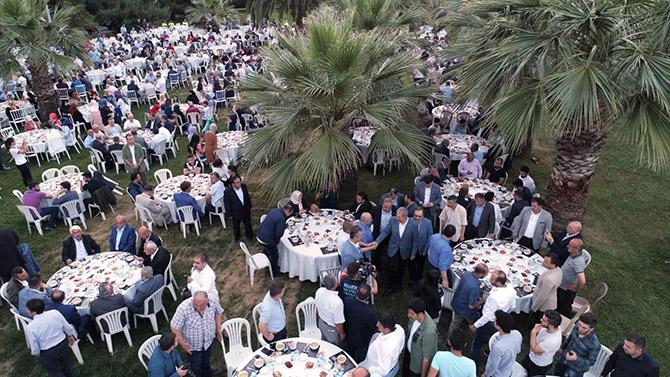 ak-parti-iftar-yemegi.jpeg