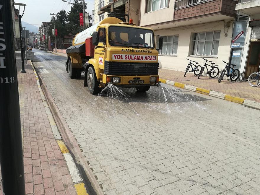 alacam-belediyesi-yollari-dezenfekte-ediyor-002.jpg