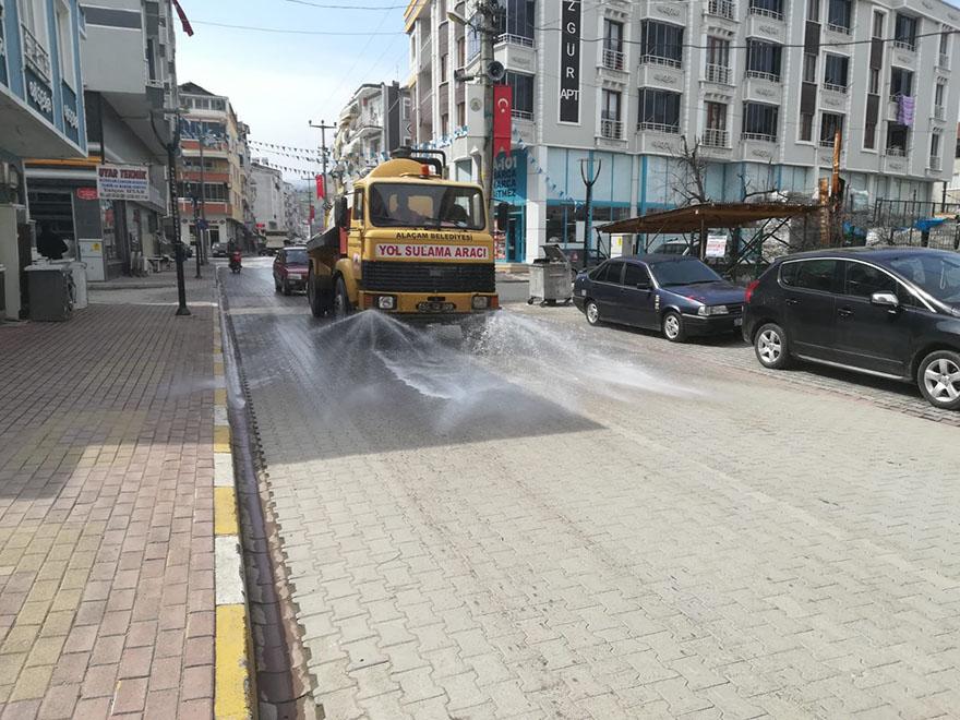 alacam-belediyesi-yollari-dezenfekte-ediyor-003.jpg