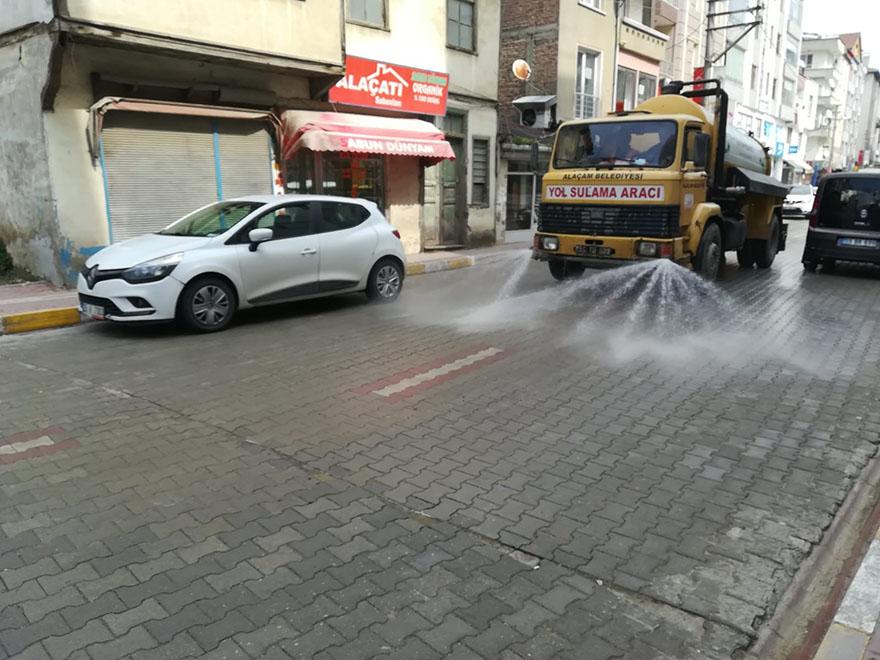 alacam-belediyesi-yollari-dezenfekte-ediyor.jpg