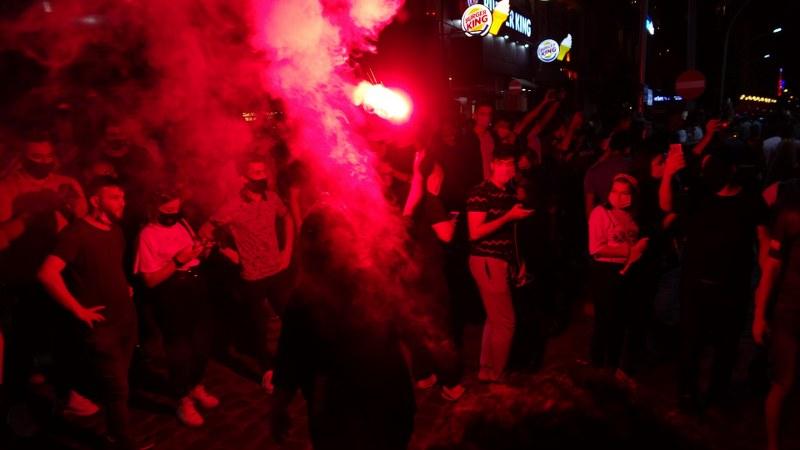 Trabzonspor taraftarı Galatasaray galibiyetini kutladı