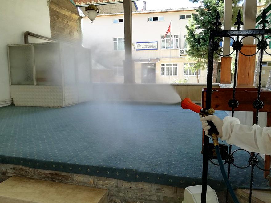 badete-acilacak-camileri-dezenfekte-ediyor-4.jpg