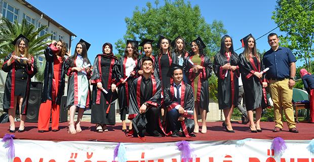 bafra-ataturk-anadolu-lisesinde-mezuniyet-cokusu-7.jpg