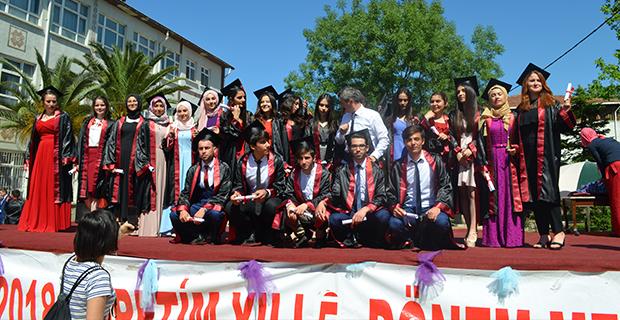 bafra-ataturk-anadolu-lisesinde-mezuniyet-cokusu-8.jpg