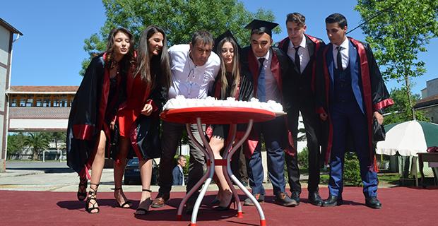 bafra-ataturk-anadolu-lisesinde-mezuniyet-cokusu-9.jpg