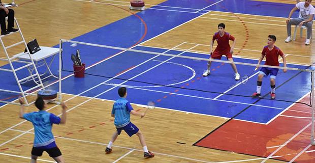 bafra-ataturk-ortaokulu-badminton-turkiye-ucuncusu2.jpg