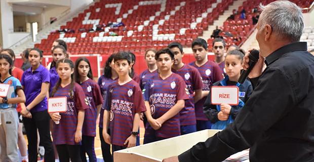 bafra-ataturk-ortaokulu-badminton-turkiye-ucuncusu3.jpg
