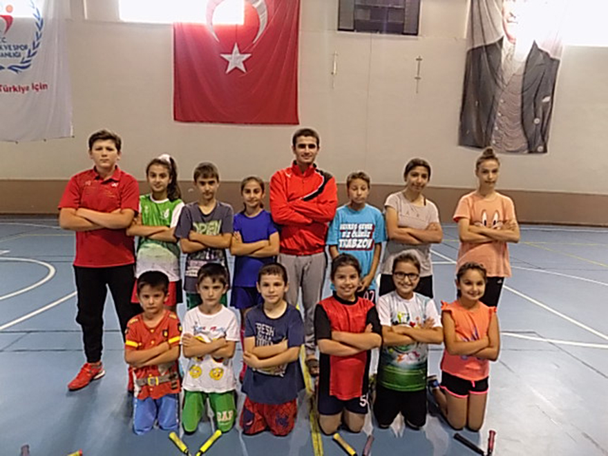 bafra-badminton-ihtisas-genclik-kulubu-turkiye-sampiyonasi-na-hazirlaniyor-3.jpg