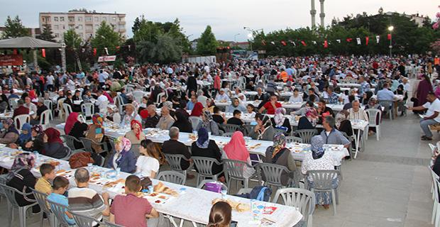 bafra-belediyesinden-buyuk-iftar-2.jpg