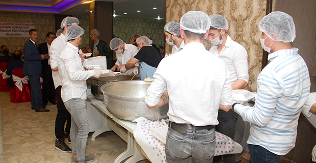 bafra-madeni-ve-sanatkarla-odasi-iftar-yemeginde-bulustu-2.jpg