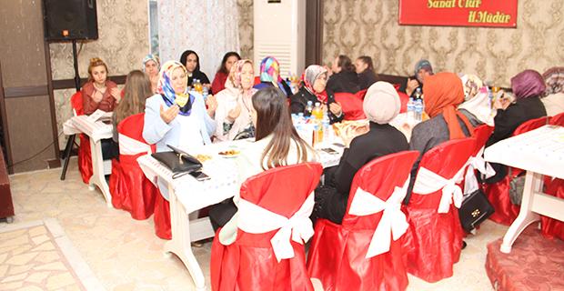bafra-madeni-ve-sanatkarla-odasi-iftar-yemeginde-bulustu-4.jpg