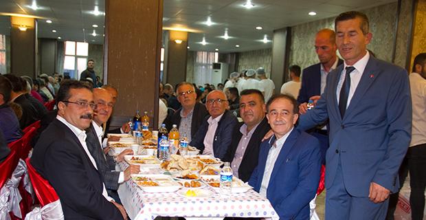 bafra-madeni-ve-sanatkarla-odasi-iftar-yemeginde-bulustu-6.jpg